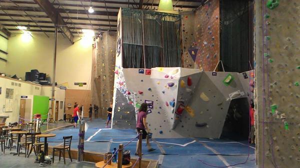 """Alastor: """"Aiguille rock climbing center @ Orlando"""" on DIITU Communities """"Rock Climbing"""". From https://communities.diitu.com/post/-144946602295377"""