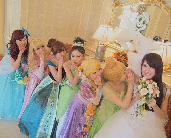 "penlover on DIITU Communities ""Dream Weddings"". From https://communities.diitu.com/post/Disney+princess+wedding-146355454952130"